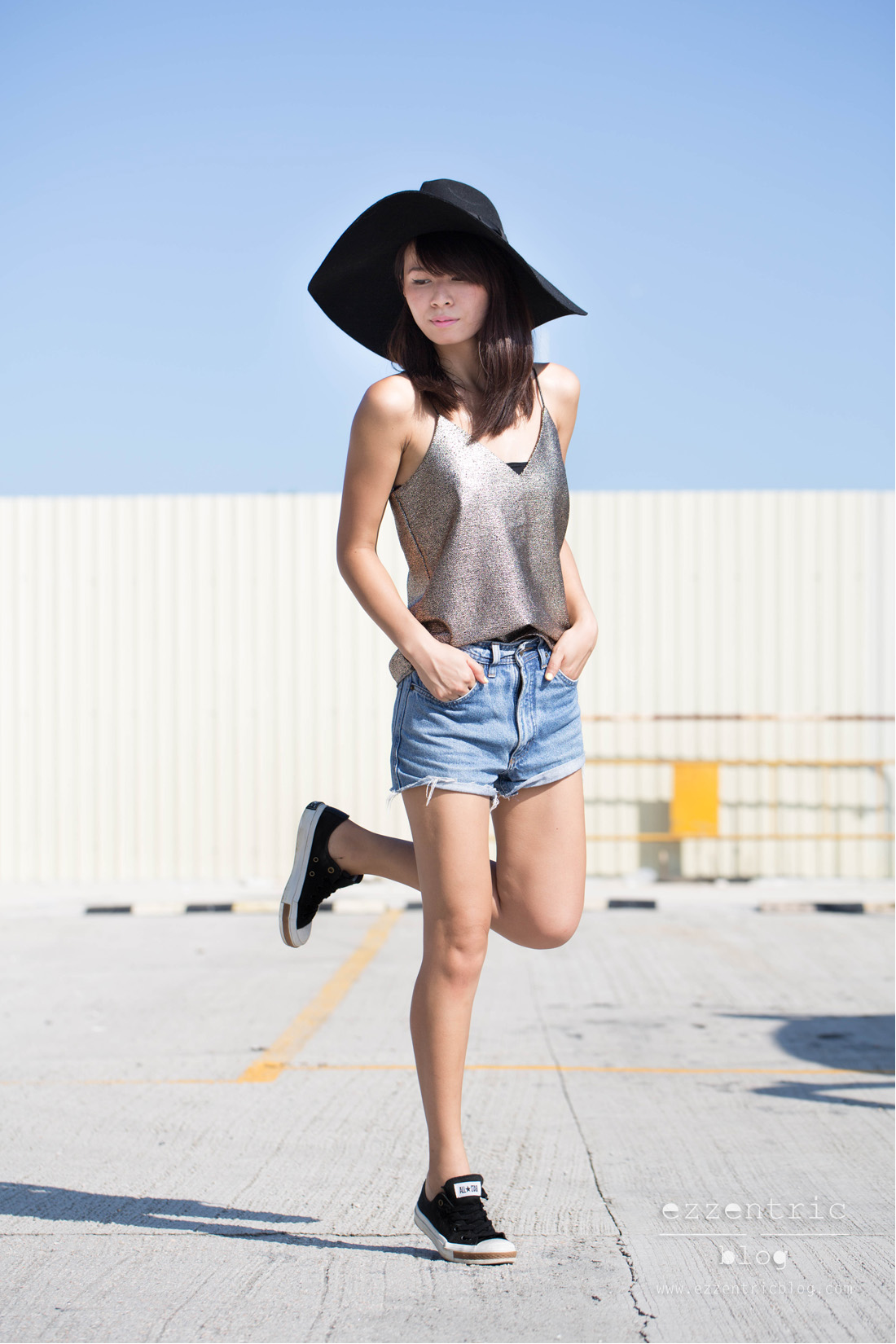 Paint It Red Cami Top , Vintage Denim Shorts , Pony Sneakers 01
