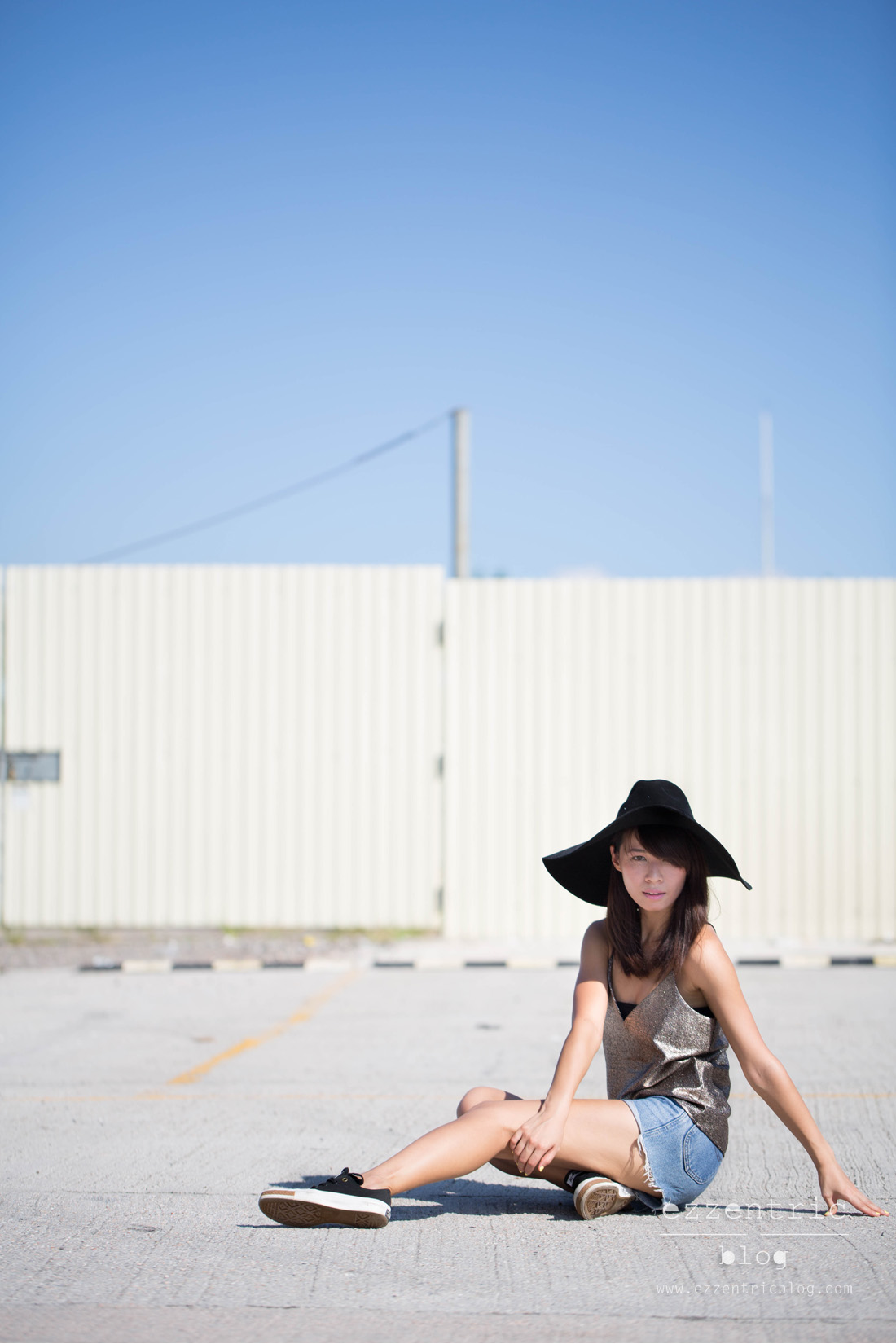 Paint It Red Cami Top , Vintage Denim Shorts , Pony Sneakers 04
