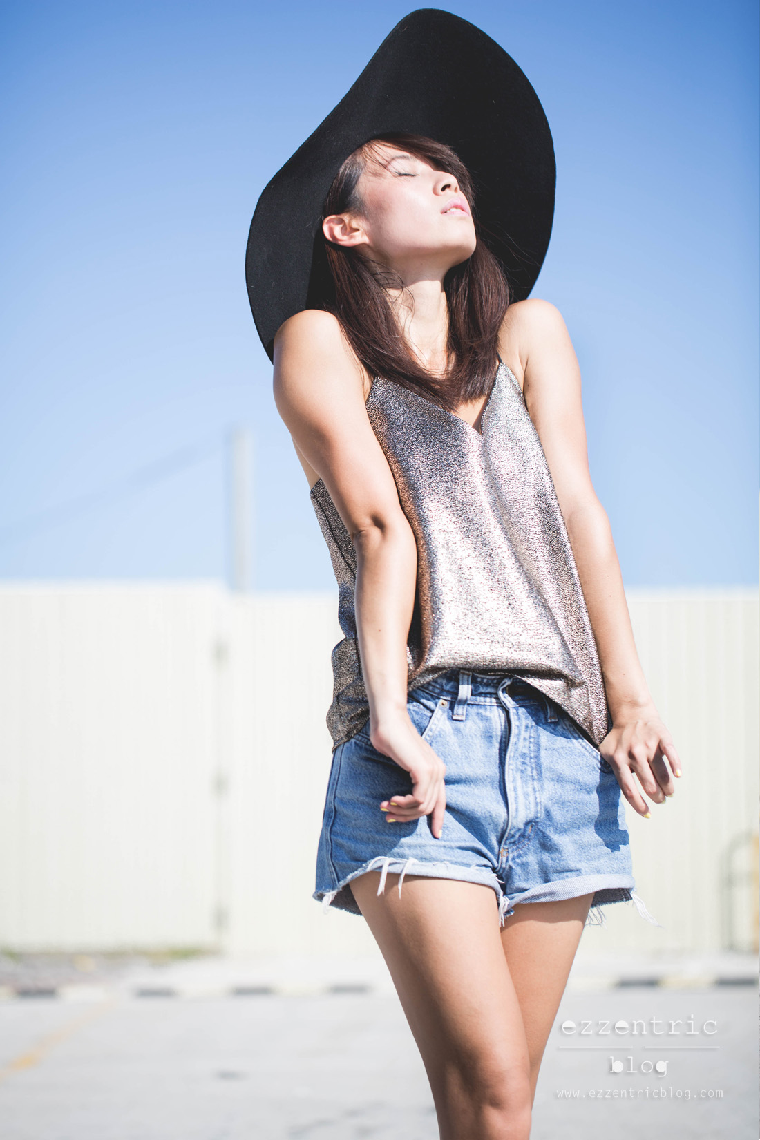 Paint It Red Cami Top , Vintage Denim Shorts , Pony Sneakers 02