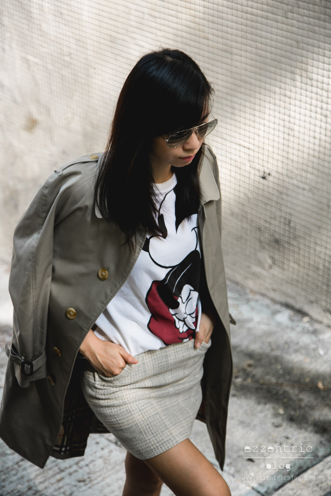 burberry trench coat, Mickey Mouse T Shirt , Vintage Skirt, Converse Sneakers 06