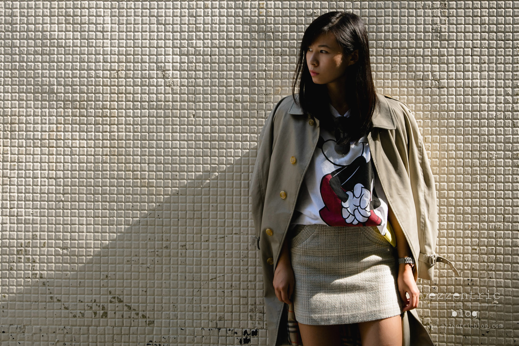 burberry trench coat, Mickey Mouse T Shirt , Vintage Skirt, Converse Sneakers 09